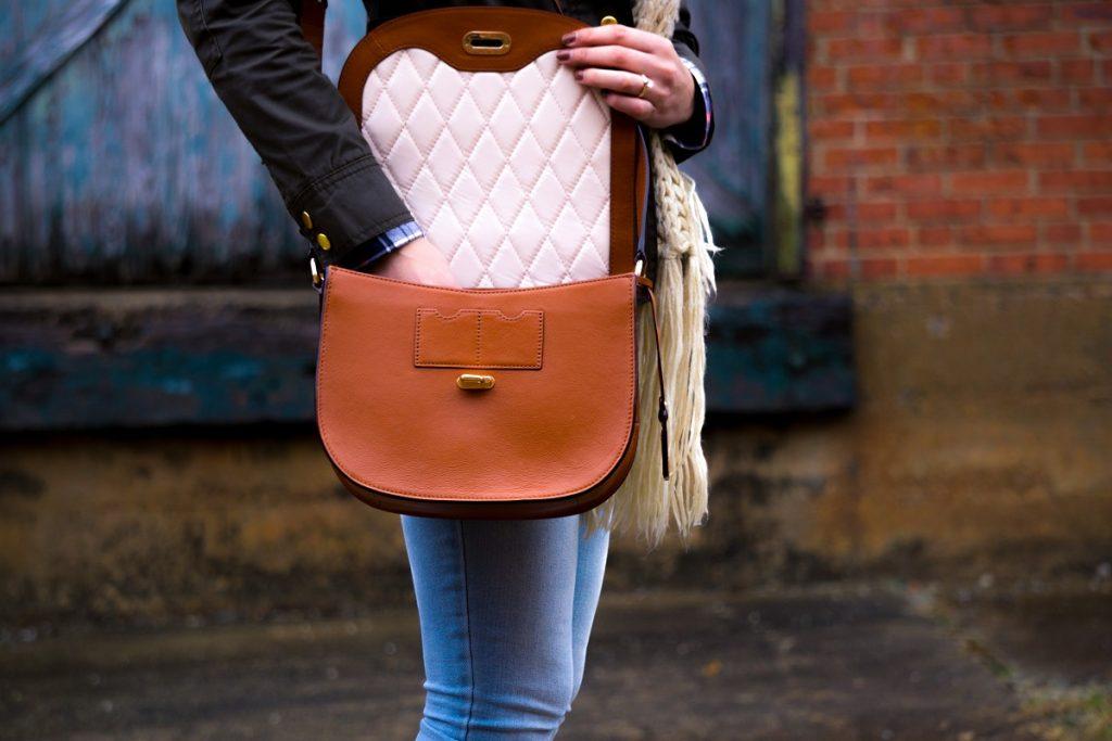 ファッションブランドのバッグ