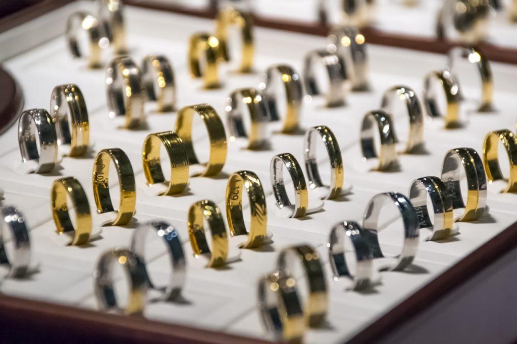 シルバー・金・プラチナ素材別の価値について