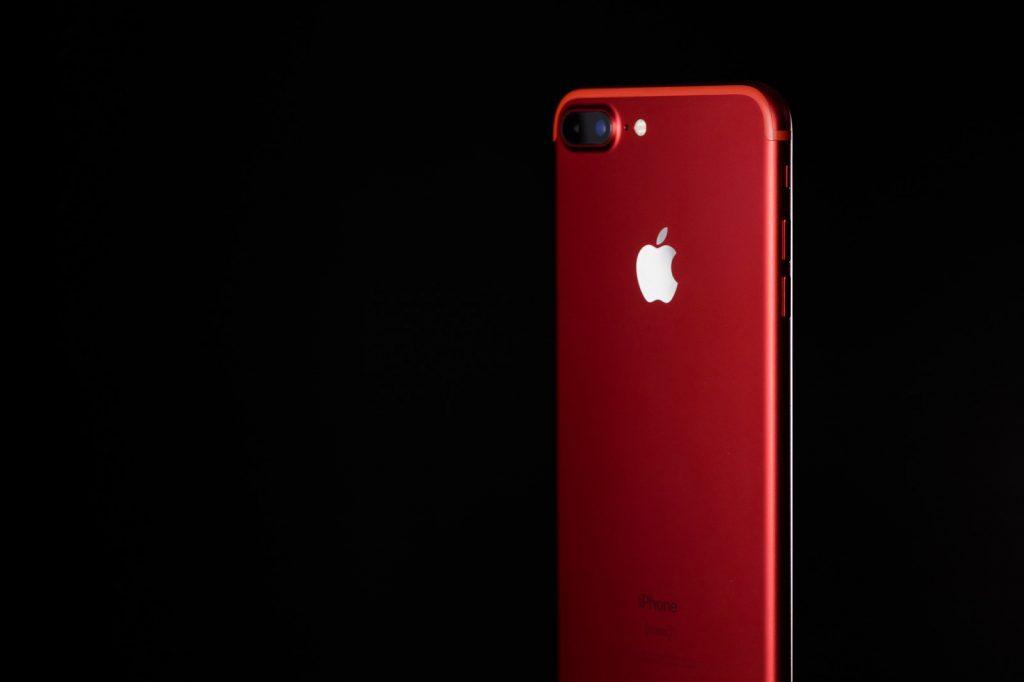 最新のiPhone7赤