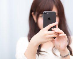 フリマアプリを使う女子