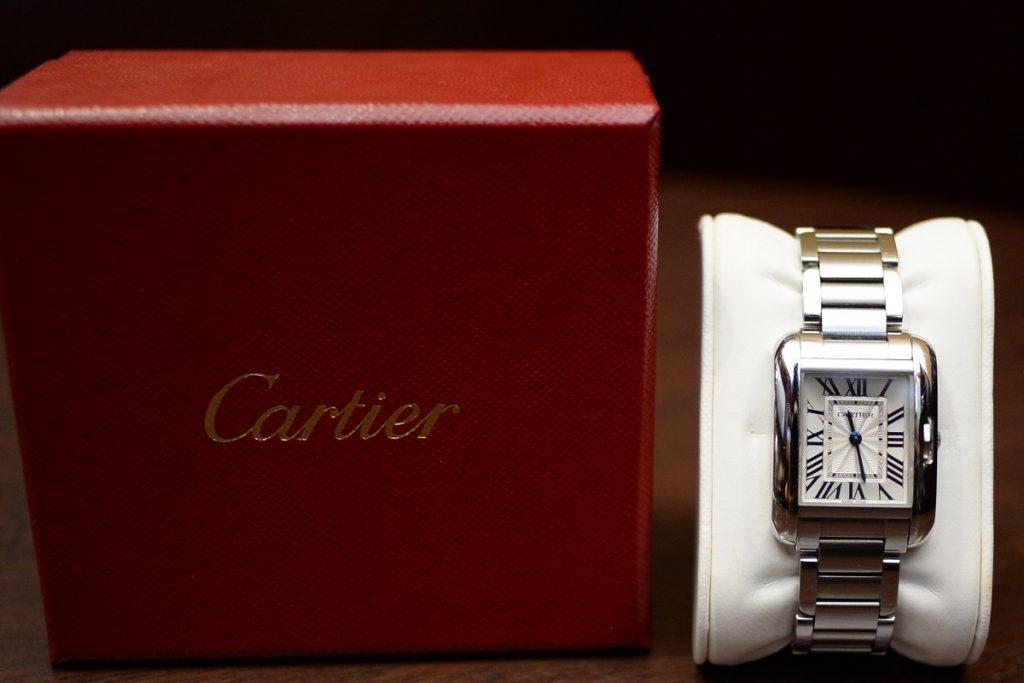 Cartier人気のタンクアングレーズ