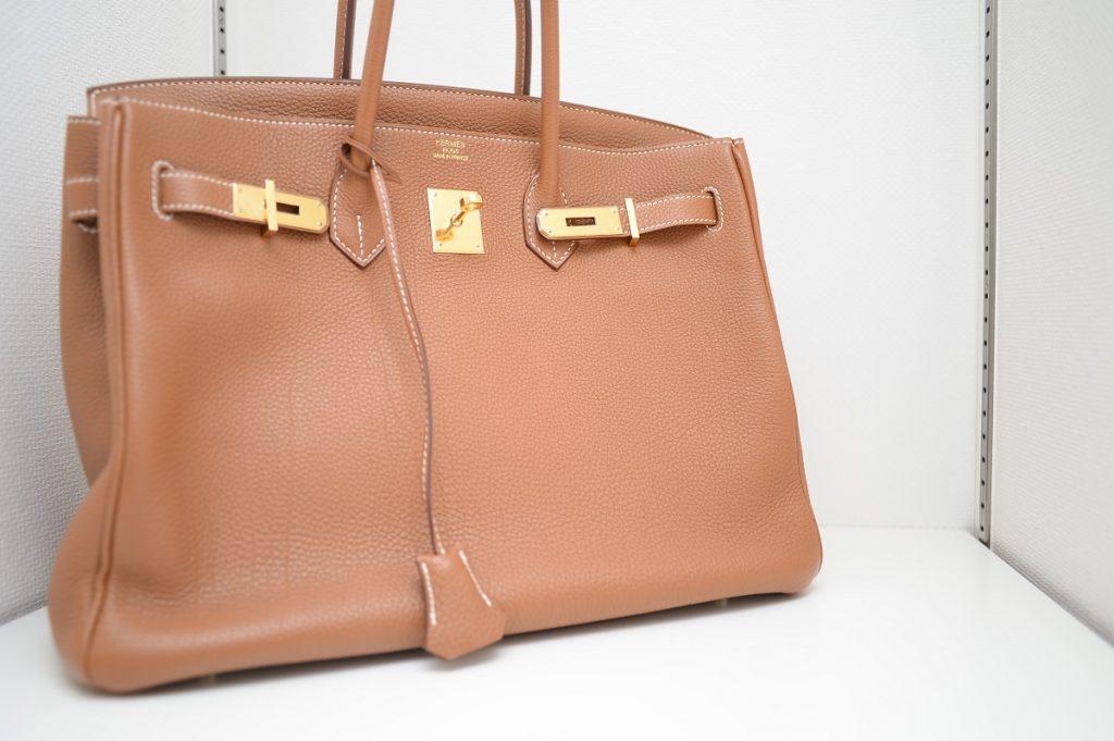 b12e8bb1ad48 バーキンやケリーの現在の定価とは?入手困難なエルメスのバッグの正規販売価格リストまとめ