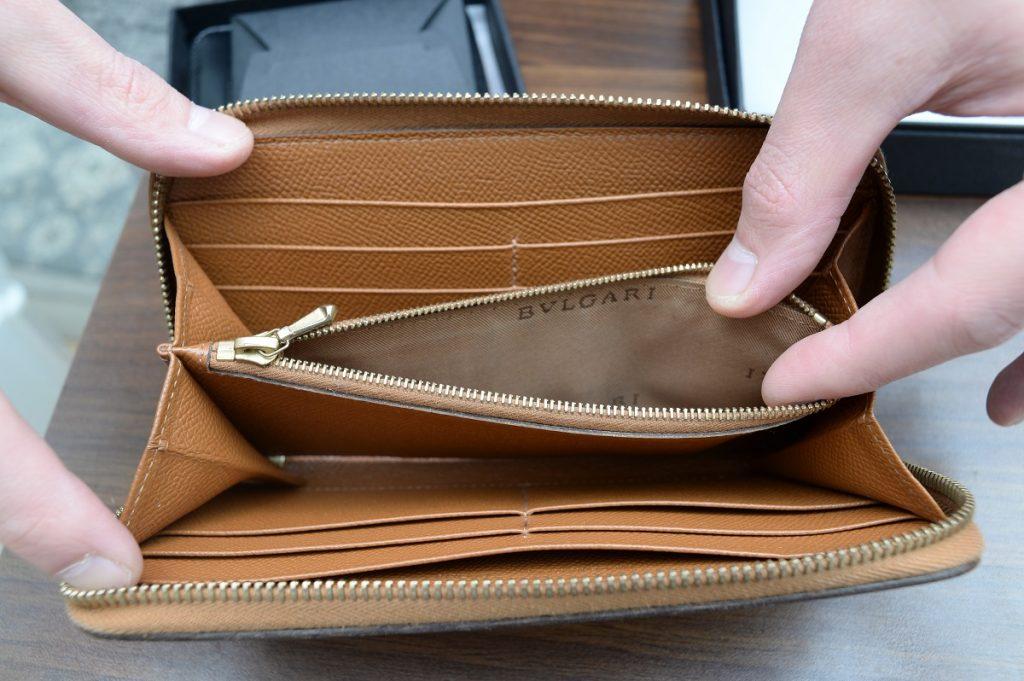 ブルガリ長財布中の状態