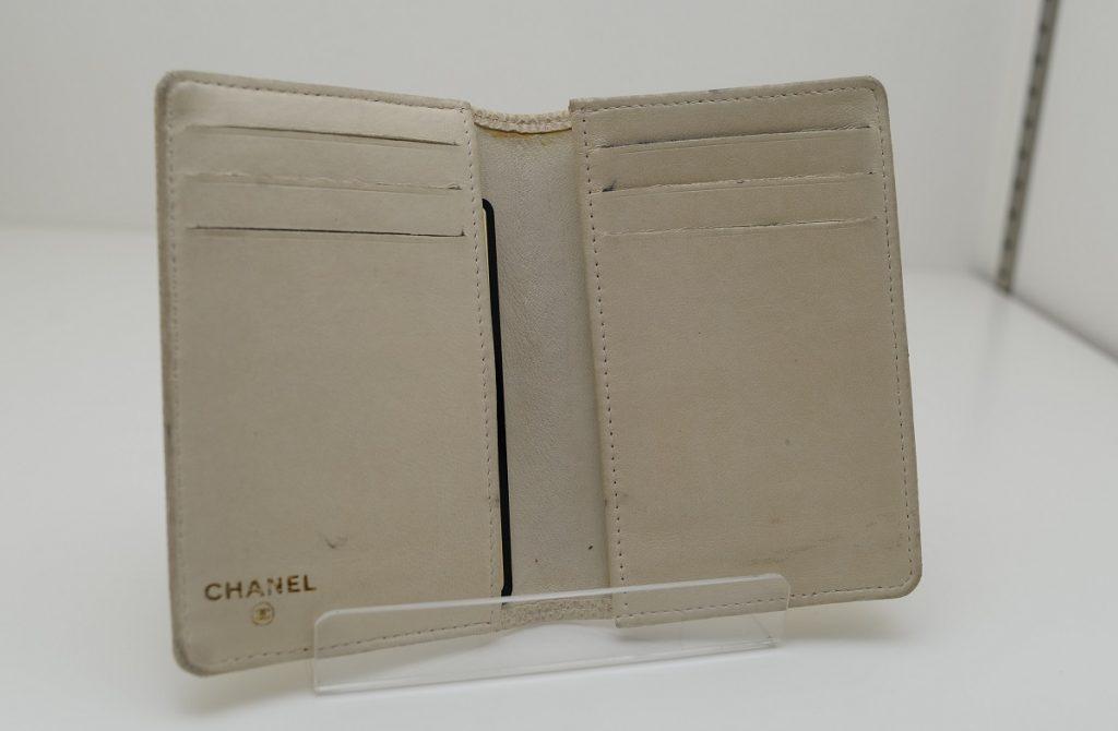 シャネル汚いカードケース状態